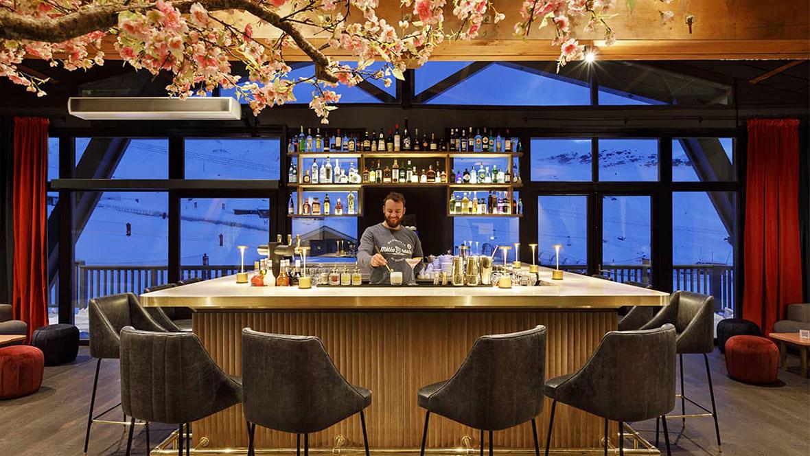 Hôtel Marielle Val Thorens Spa Nuxe bar serveur